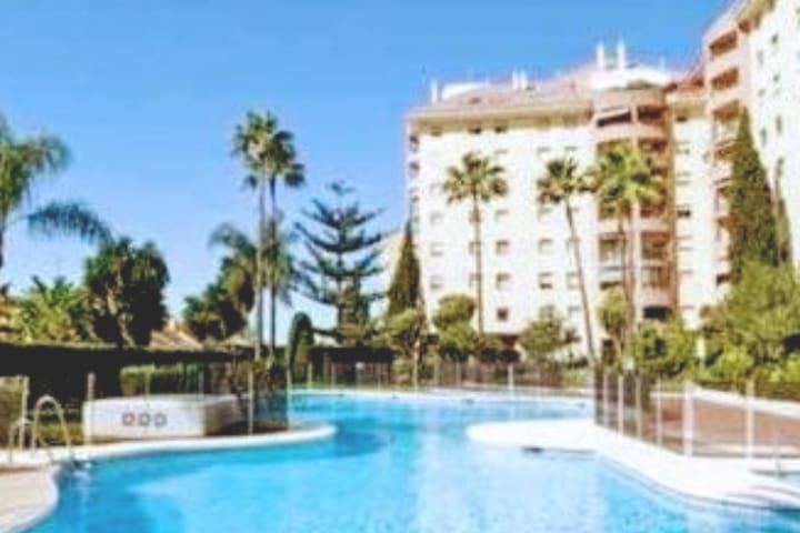 (HABITACION Y BAÑO PRIVADO )  Marbella Centro.