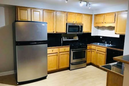 Open-Concept 2 BR W/D 30 min to the city