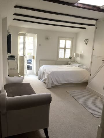 Stylish room with roof terrace in **Pond Square **