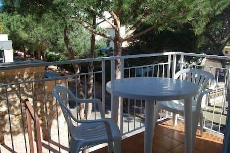 Apartamento junto a la playa, tranquilo y soleado - Llafranc