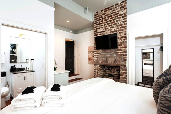 ★ The Inns at 40 Spring – Amazing 1 BR / 1 BA ★