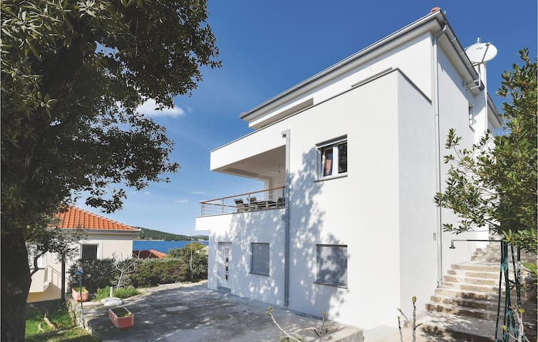 Holiday apartment with 3 bedrooms on 53m² in Razanj