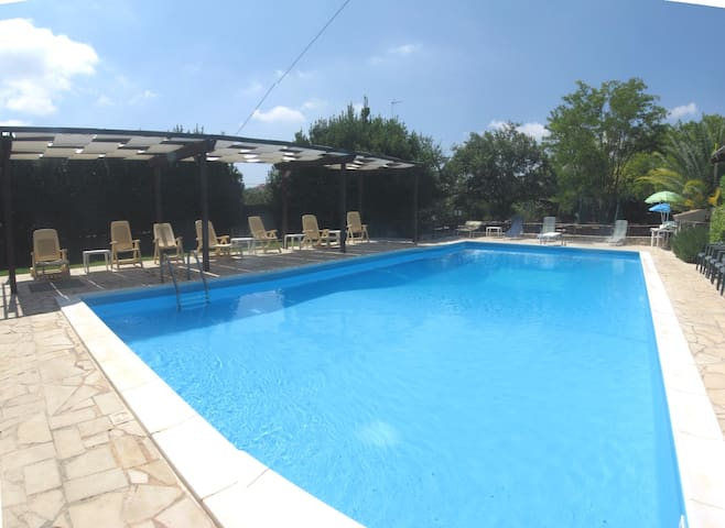Joli studio avec accès piscine