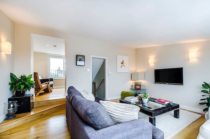 Fifth floor reception room with stunning views across London