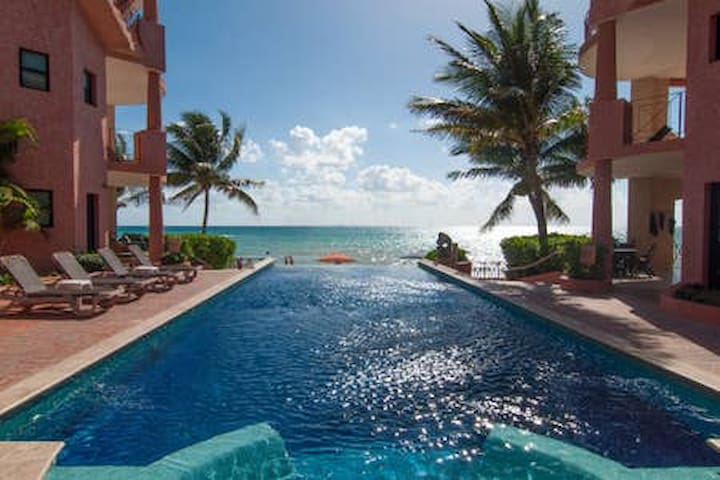 Ocean Front Villa Luna downtown with 24/7 security