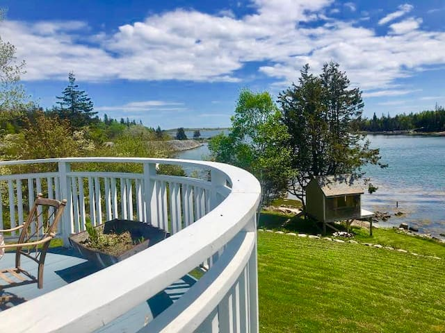 Carvers Cove Lookout- Stunning views of Carvers Cove and walking distance to Booths Quarry