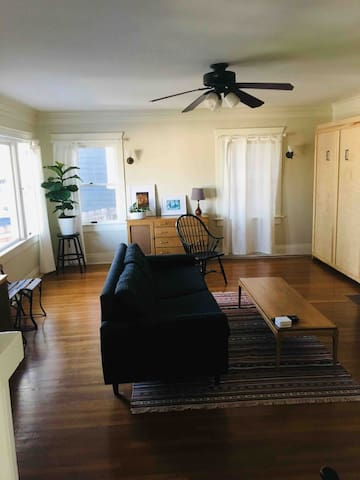 Roomy Echo Park Craftsman One Bedroom with View!