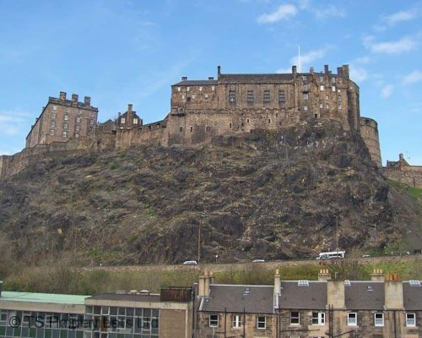 Castlerock Apartment - Views onto Edinburgh Castle
