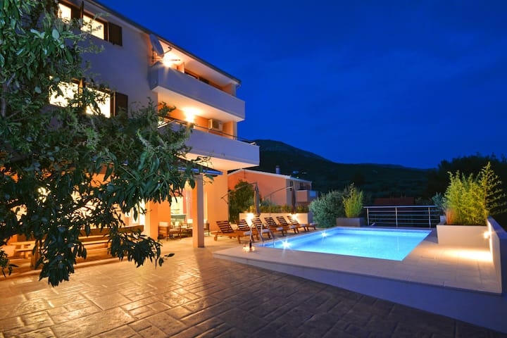 """Villa Karmen"" Split, Private Garden & Heated Pool"