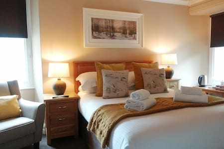 Spacious double aspect Suite, King Bed