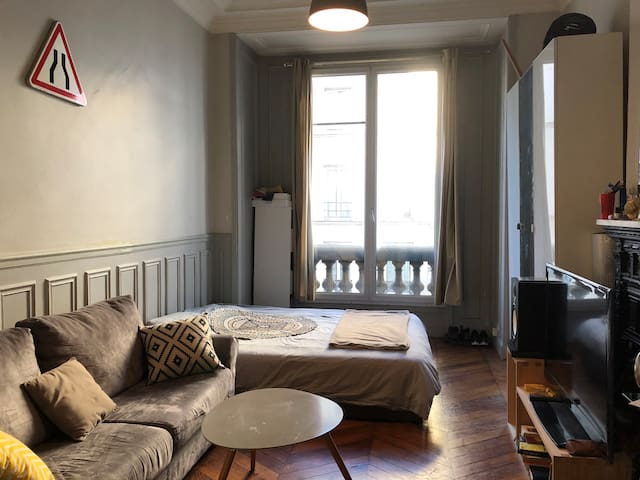 Lovely & Charming Parisian room