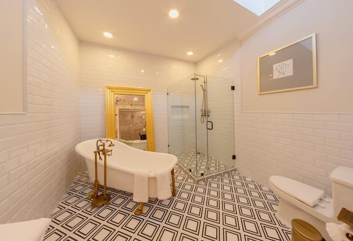 Hermosa Suite con tina de lujo