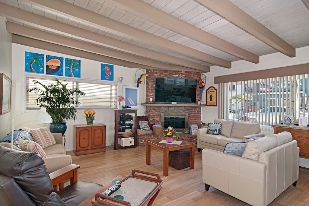 This open space is ideal for big groups to socialize.