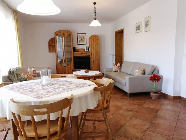 Gästehaus Martin (Werbach-Gamburg), Ferienwohnung 90 qm für 5 Personen mit zwei Schlafzimmern