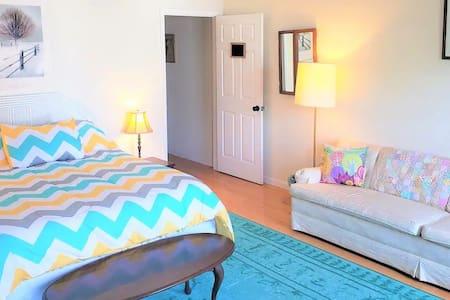 ★ Spacious Clean & Sparkling Queen Guest Room! ★