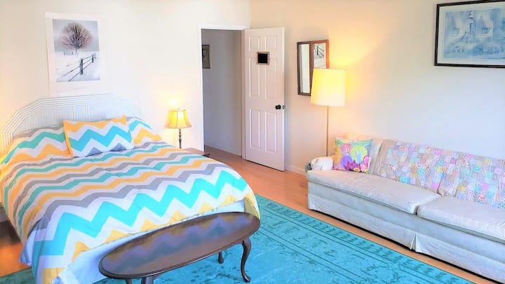 ★ Friendly Hosts & Sparkling Queen Guest Room! ★
