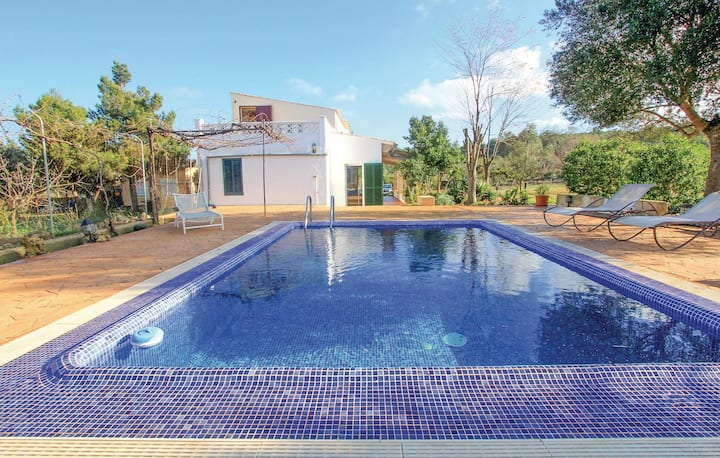 Awesome home in Algaida with 2 Bedrooms