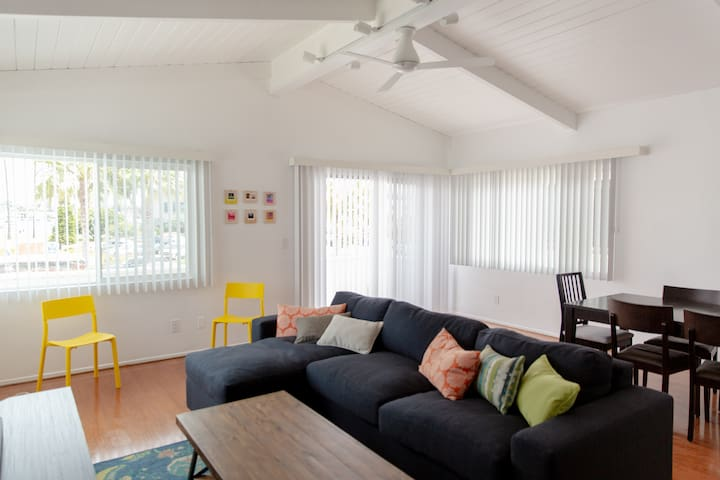 Comfortable Beach House - Steps From Sand