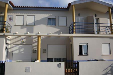 Casa 2 andares em Condomínio Privado com piscina - Pataias - Casa