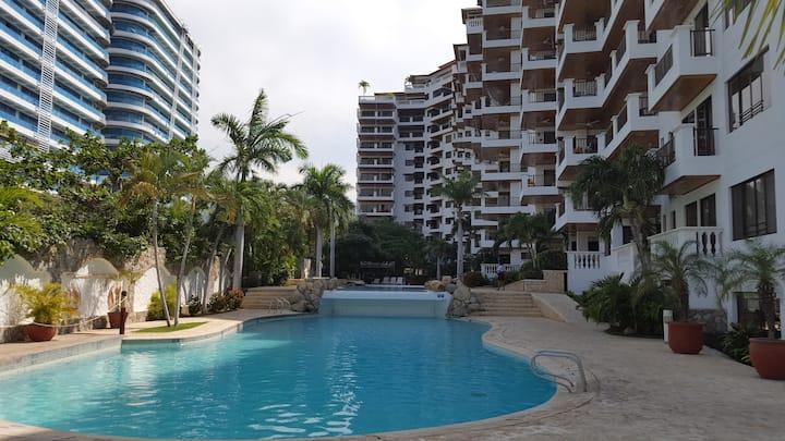 Apartamento con vista al mar, frente a la playa