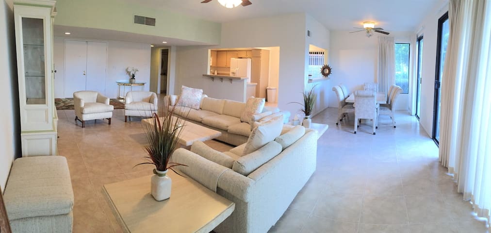 Beautiful Home w/Golf Course&Pools