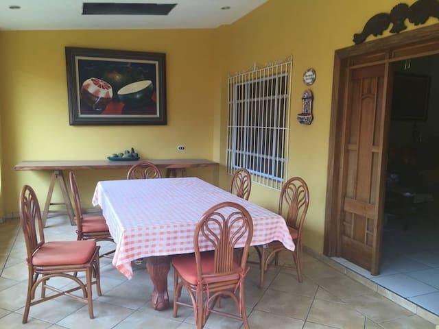 Bonita y acogedora casa en el centro de Ataco!