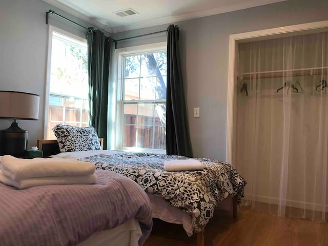 |B| Private Room near SFO and Downtown San Mateo