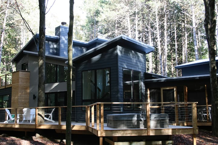Secluded home 1 block from the Lake - Fennville - Huis