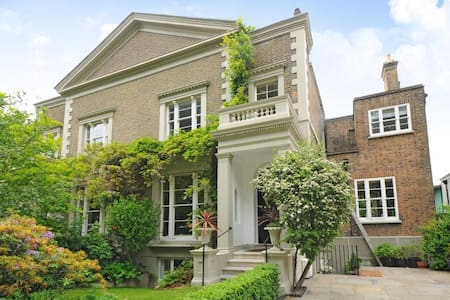 4 pembroke villas apartment on Richmond Green - リッチモンド