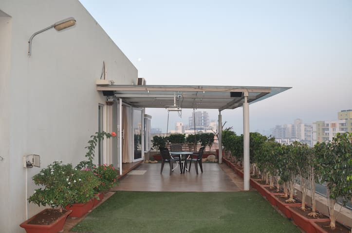Comfortable stay with amazing bird watching deck. - Kolhapur - Appartement