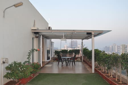 Misty green stay with bird watching deck 700 sft - Kolhapur - Huoneisto