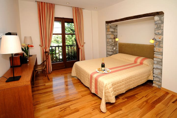 Pelion Luxury Suite - Agios Ioannis Mouresiou - Bed & Breakfast