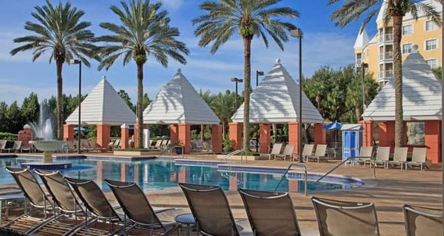 1 BDR Condo: Hilton Grand Vacations Sea World
