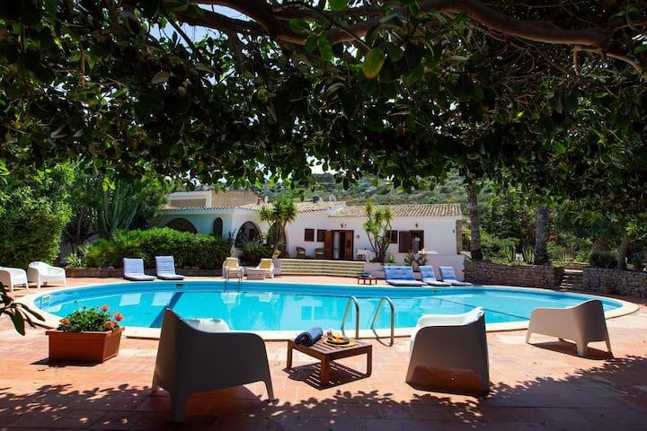 Camera matrimoniale ,fronte piscina, wi-fi