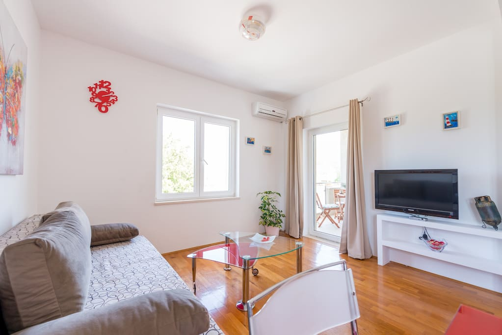 Fully equipped one-bedroom apartment: free wi-fi, air-condition, TV with cable channels..balcony