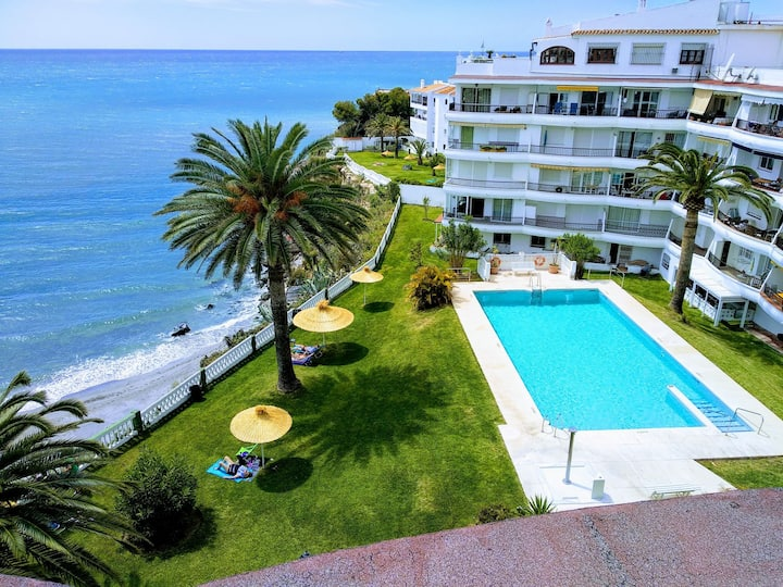 Apartment in the center of Nerja with pool & Wifi