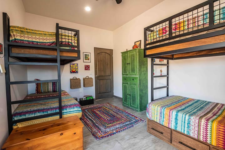 Cheerful Mexican colors in the bunkroom.