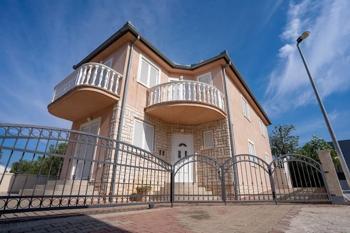 Apartments Pavlakovic 1