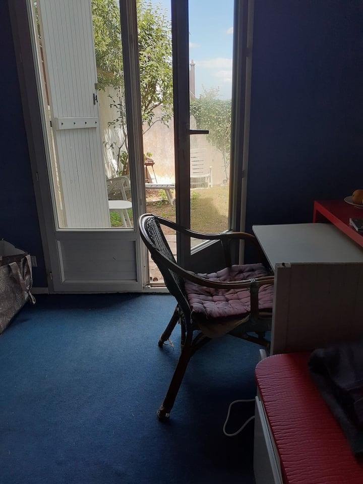 Chambre en maison 12m2 sur jardin