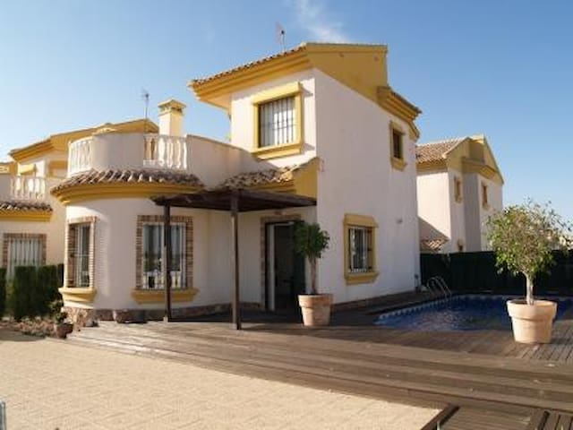 3 Bedroom Villa on El Raso with private pool