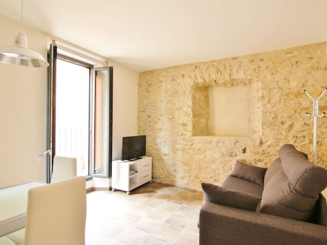 Modern apartment in center of Girona | Museum of Cinema