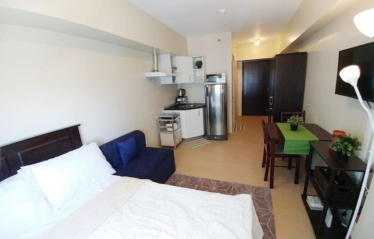Avida Towers Davao in City Center,WiFi, Huge Pool