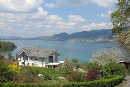 Apartment with grate views of lake and montain - Spiez - Lägenhet