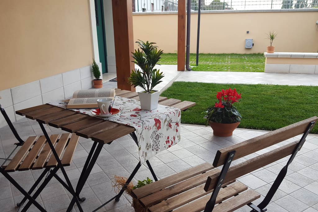 Il giardino ed il portico
