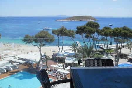 Apartamento A/A vistas  a la playa, tres piscinas,