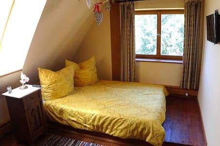 Romantisches Gästezimmer in der alten Klostermühle