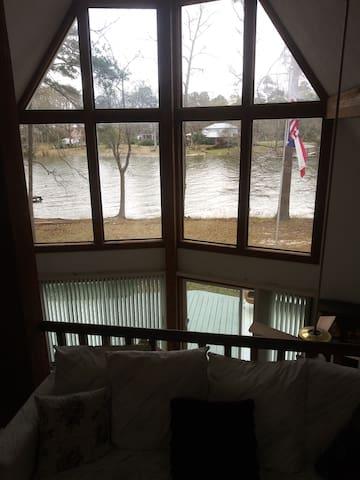 Lake Life Cottage