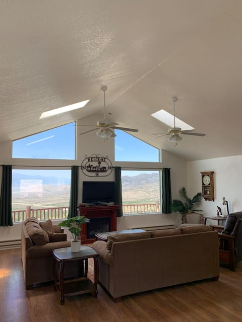 Cabin in the Clouds - 3 Bedroom Near Great Basin