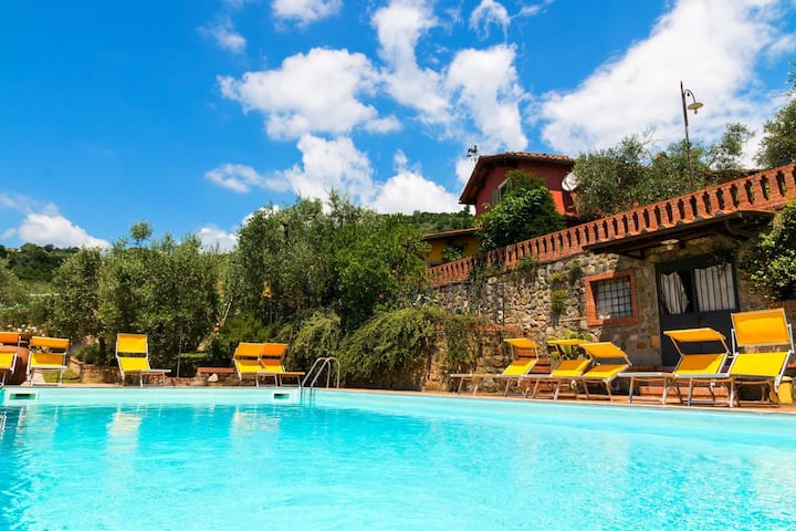Bright Farmhouse in Montecatini Terme with Swimming Pool