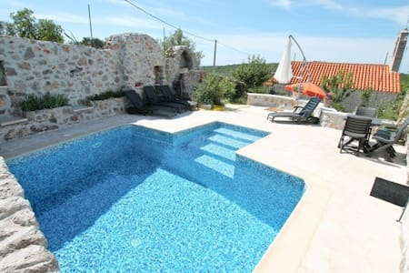 House in Lustica with pool and roof terrace - Vila